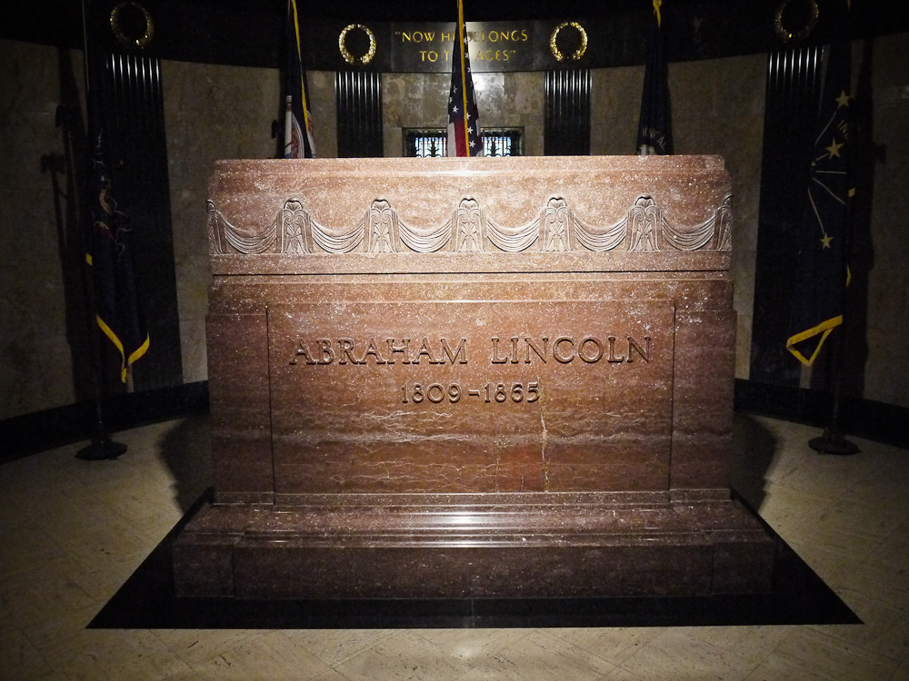 The Grave of Abraham Lincoln | Our Journey of a Thousand Miles